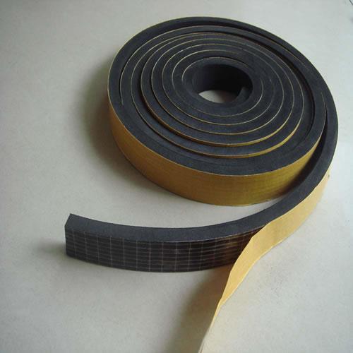 Perfil esponjoso con adhesivo rollo de 10 metros (15 mm de espesor)