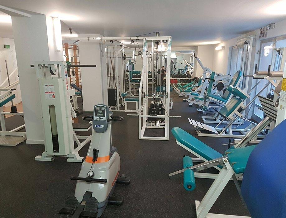 suelos de gimnasios de salas de maquinas de cardio