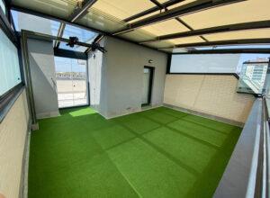 césped artificial para el suelo de gimnasio en la terraza